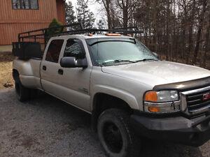 2004 GMC C/K 3500 Pickup Truck