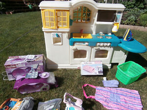 Kids Little Tikes Kitchen + Lots of Accessories