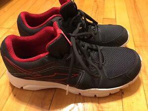 Mens Reebok Running Shoe Size 8.5