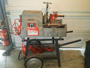 Ridgid 535 pipe threader with several die's