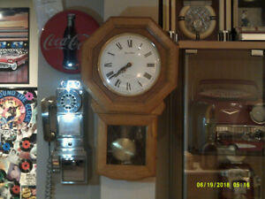 WALL CLOCK BEAUTIFUL WORKS GREAT