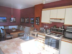 Gr 5 1/2 meublé+vaisselles et literie! Wow!