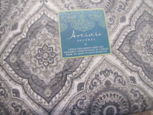BRAND NEW FULL/QUEEN QUILT SET WITH 2 MATCHING SHAMS