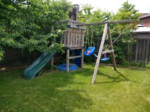 CHILDREN'S  TREEHOUSE WITH SWINGS.