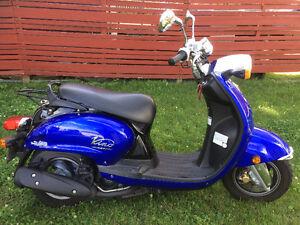 Scooter Yamaha Vino 125CC (seulement 3,739 km)