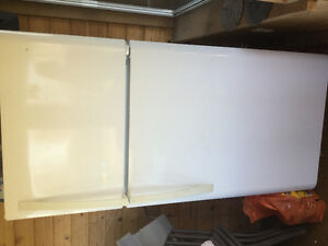 Kenmore fridge in great condition only used for 1yr