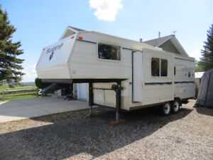 2005 - 25' 5th Wheel Trailer in Immaculate Condition