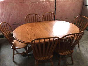 """Oak Dining Room set w/6 chairs extends from 6""""to 10"""""""