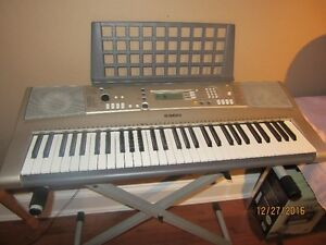 Yamaha PSR-E313 Electric Keyboard