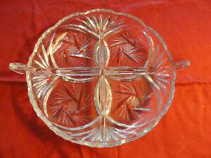 Plat de service en cristal   diamètre 12''   25$