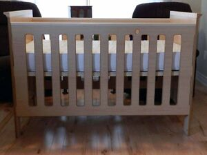 Crib, Dresser and Changing Table (3 pieces set)
