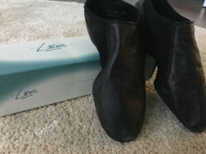 Leo's split sole jazz shoes.Size 11M Ladies.