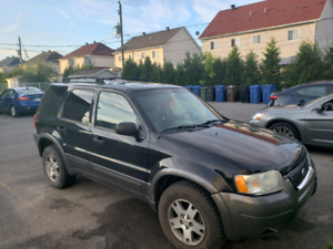 Ford escape 2004 AWD( 4x4) XLT toit ouvrant et cuir V6