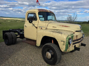 Looking for 1950s IH truck box