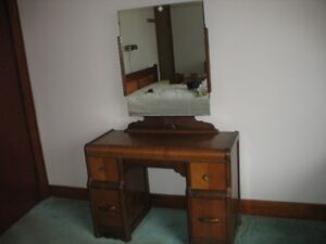 Antique (over 70 years old) bedroom set