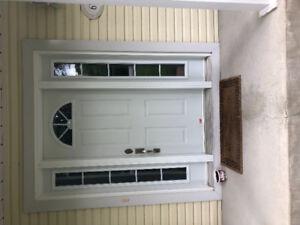 Porte extérieur blanche avec latéraux
