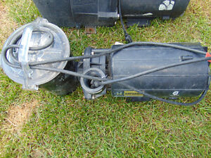1 moteur hayward 1.5hp above for ground pool works well.Asking