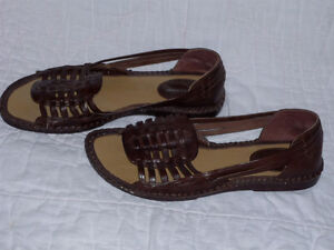 brown Leather Sandals ... NEW never worn .. Size 7 ..