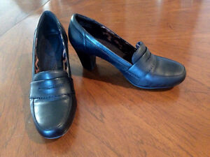 CLARKS Bendables Sapphire Eos Black Leather Pumps