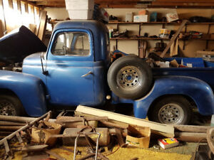 1952 International Truck L-110 short box