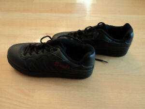 CURLING SHOES EAGLE LADIES SIZE 7 1/2  NEW