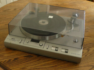AKAI AP-Q60 turntable, excellent condition, great player
