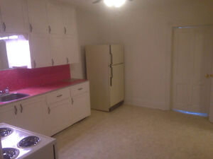 Large Clean 1 Br Available now in Campbellford Peterborough Peterborough Area image 8