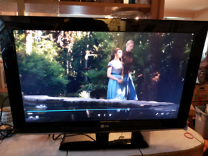 LG 32 INCH LCD HDTV TELEVISION