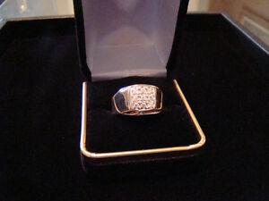 10K Gold & Diamond Mens Ring