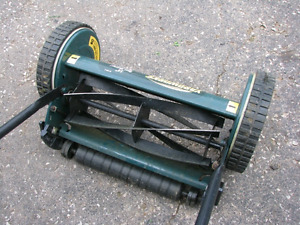 ** Manual Lawn Mower (Yardworks) - Excellent Condition! **