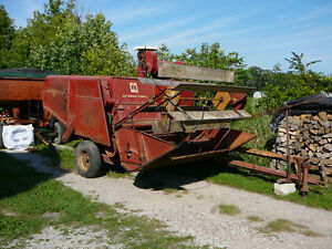 International Harvester pull type combine Model 82 Sarnia Sarnia Area image 2
