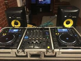 CdJ 2000s With DJM 800 Mixer And Flight Case