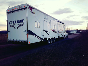 2008 cyclone 3912 40' fifth wheel toy hauler  trade for camper