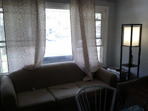 student house: 3 bedrooms from sept@399each at Keatsway/Midwood