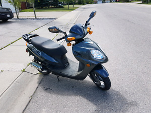 Low km  2011 Saga scooter moped 50CC only 390 km