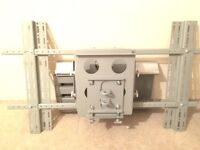 Heavy duty adjustable TV bracket