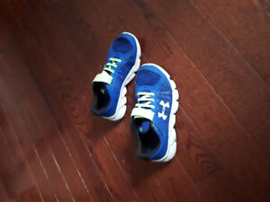 Under armour boys size 2.5 sneakers