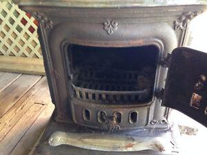 Poele à bois antique/Antique parlor stove cast iron with chrome Gatineau Ottawa / Gatineau Area image 8