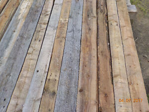 Bois de grange, 2X4, 2X6, 3 planches,15¢ du pied linéaire