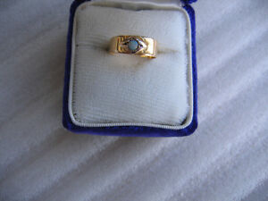 ANTIQUE GOLD OPAL SMALL RING