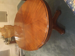 Dining table and 6 chairs Kitchener / Waterloo Kitchener Area image 1