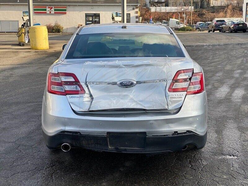 Image 4 Salvaged Ford Taurus 2017