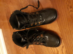 Boys winter boots size 8