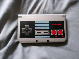 Nintendo 3DS XL (NES Limited Edition)