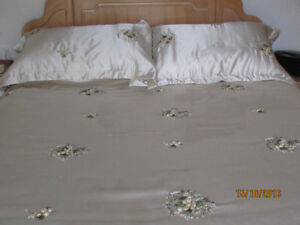 Beautiful Luxury 4 pc.Queen satin handworked comforter set.