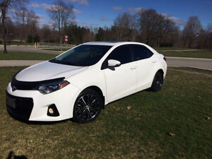 2015 Toyota Corolla S, sunroof & backup camera. only 25,000 km!!