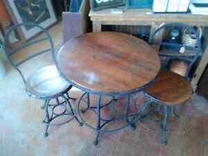 Very cool 3 piece table set