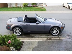 2007 Mazda MX-5 Miata (GS) - 6 Speed - 84,000 Km