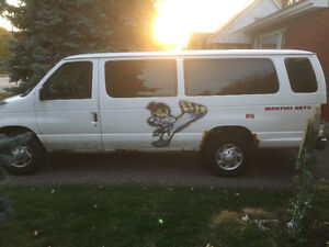 Band van for Sale 1999 Ford E-350 Extended Van $400