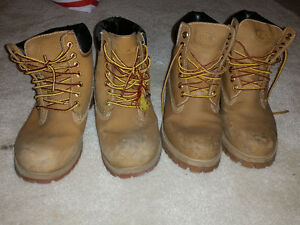 2 pair of winter boots good condition size 6.5